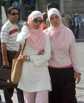 http://mouhajer.files.wordpress.com/2008/04/hijab.jpg